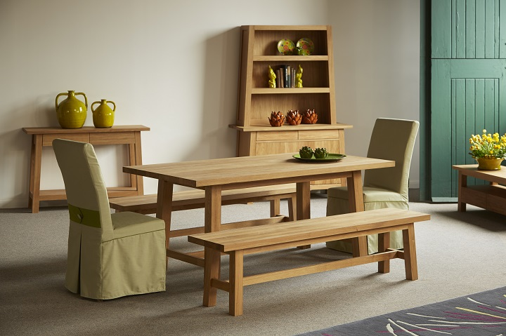 table-with-rug.jpg (720x479)